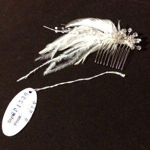 Carbonneau mini feathered Crystal hair comb